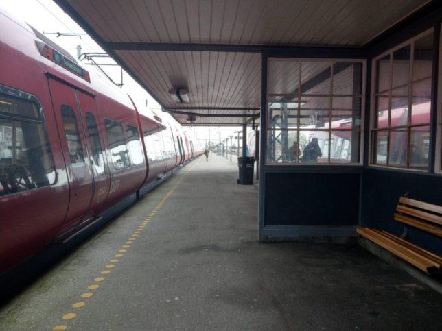 ヒレロズ駅